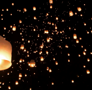 タイのイーペンランナー(コムローイ祭り)